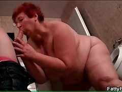 BBW sucks starved pauper in the evacuate the bowels